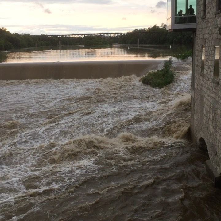 Loads of people out to look at the Parkhill Dam tonight #cbridge #mycbridge #galtlove