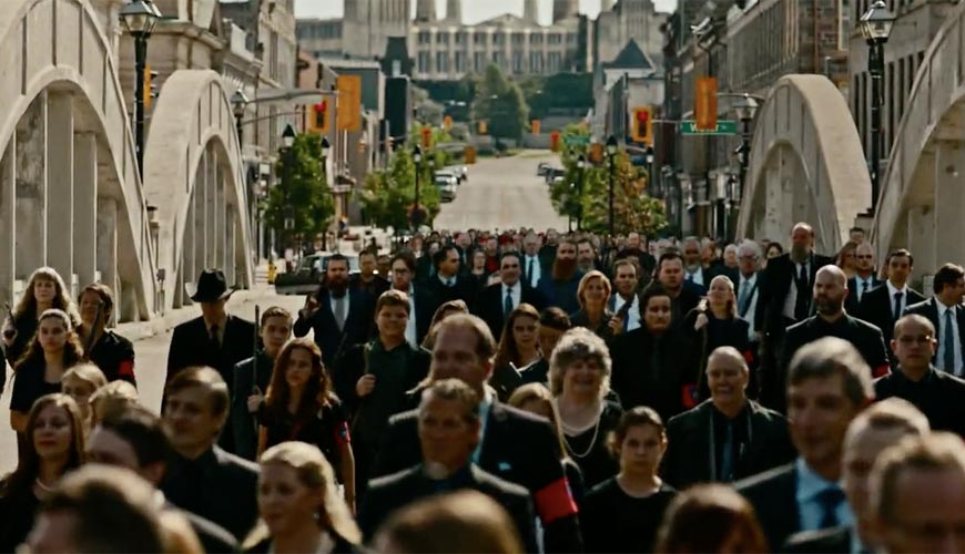 american-gods-in-cambridge-crowd-on-main-street-bridge