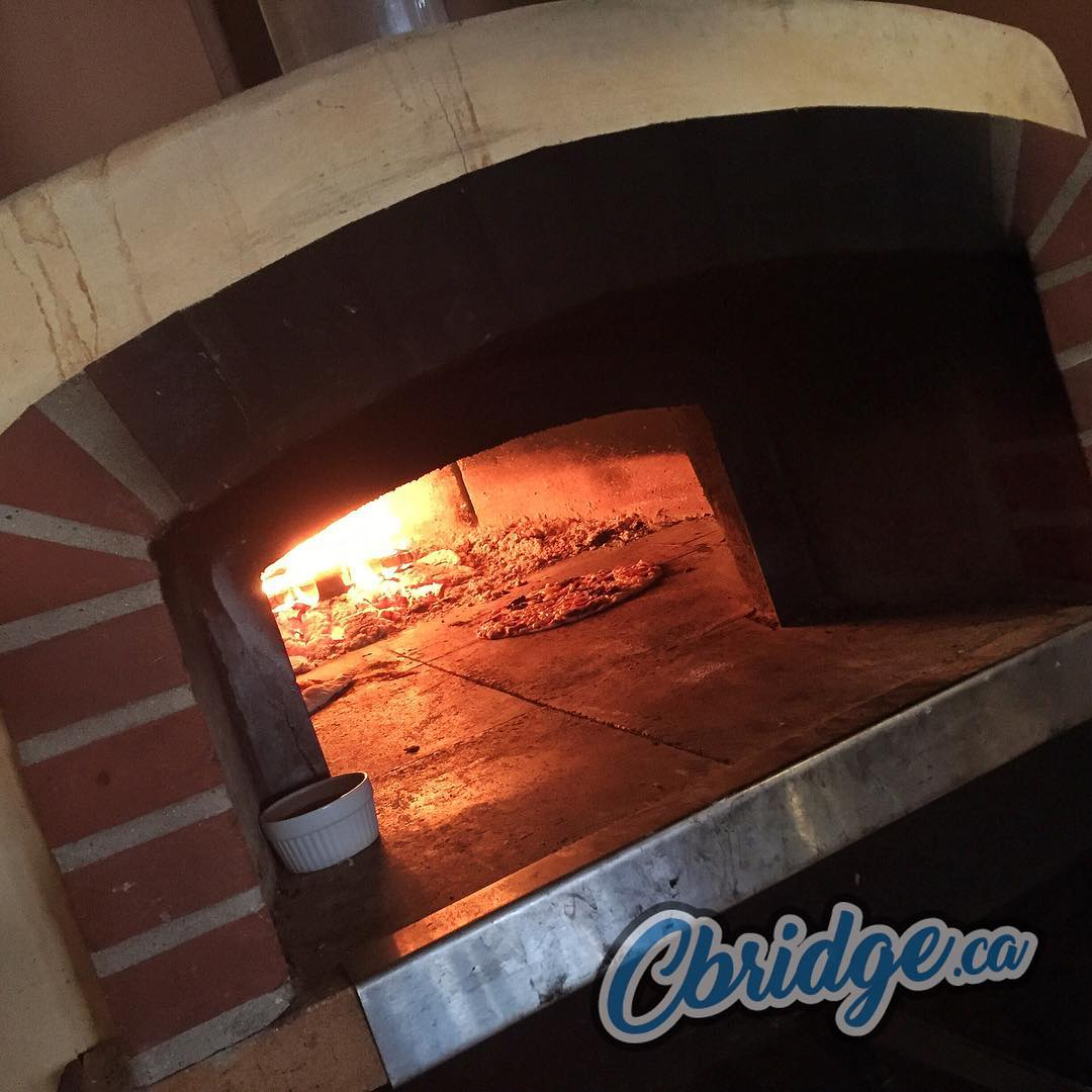 Fire oven pizza from Amici Restaurant #eatlocal #mycbridge #cbridge
